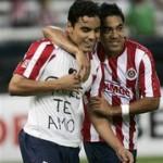 Omar Bravo (I) anotó dos goles