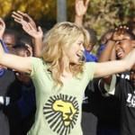 Niños africanos ya cantan con Shakira