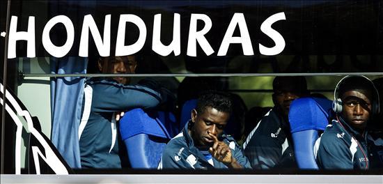 alvarez saluda en autobus
