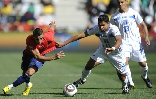 Alexis Sanchez contra Emilio Izaguirre Mundial 2010