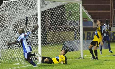 Gol de Saul Martinez