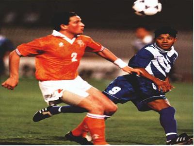 Orbin Cabrera ante Holanda Qatar 1995