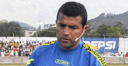 Arbitro Ricardo Zelaya