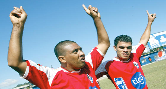 Ney Costa celebra e gol de la salvación
