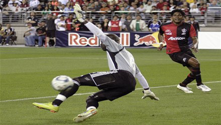 Carlo Costly contra Red Bulls