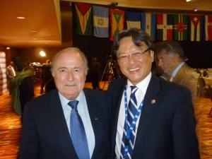 Eduardo Li y Joseph Blatter