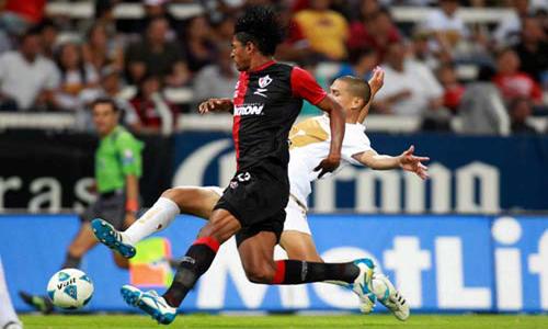 Carlo Costly contra Pumas