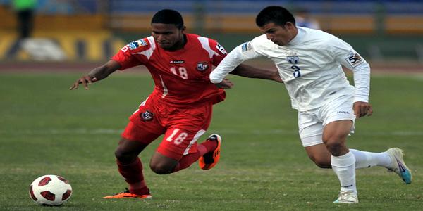 Jorge Cardona (D) de Honduras contra Eric Davis de Panamá