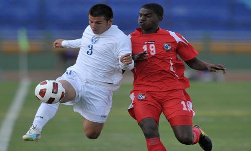 Jorge Cardona (I) de Honduras contra Algish Dixon de Panamá
