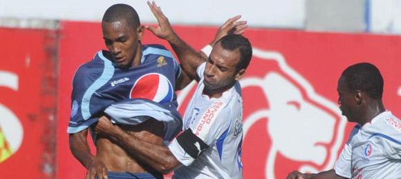 Jerry Bengtson contra Fabio de Souza