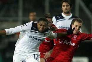 Accion Wilson  Palacios contra Twente