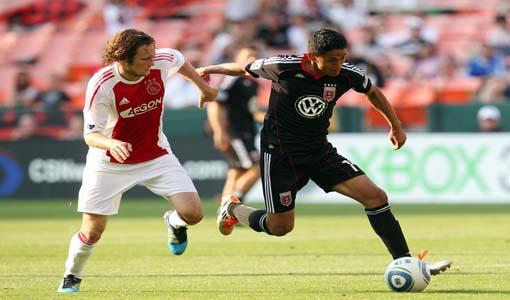 Andy Najar contra Daley Blind del Ajax