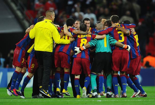 Los jugadores del Barcelona celebran al final del partido