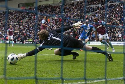 Wigan Athletic West Ham Conor Sammon