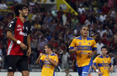 Jonathan Lacerda falló un penal contra Tigres