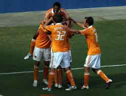 Carlo Costly celebra el gol del triunfo