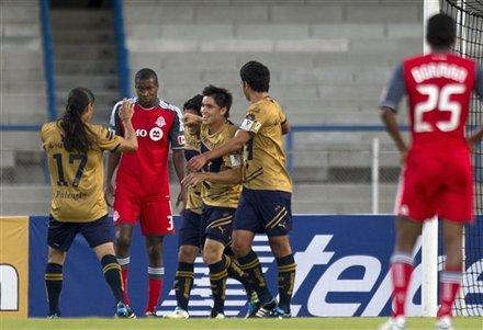 Martin Bravo anotó tres goles para Pumas