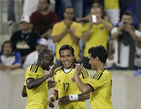 Colombianos festejan goles contra Honduras