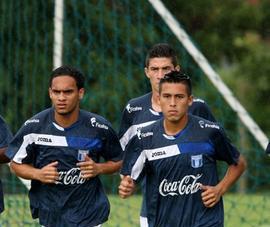 Orlin Peralta, Wilmer Fuentes y Esdras Padilla en primer plano