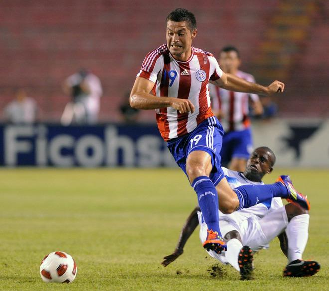 Oscar Boniek Garcia contra Dante López de Paraguay