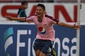 """Con el gol del """"Tatín"""" Morán Motagua igualó con Olimpia (Archivo)"""
