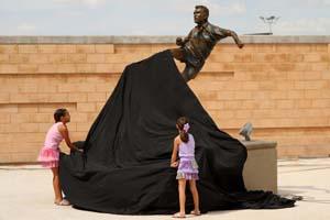 Develacion estatua Jared Borguetti