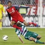 Toronto FC deja ir «vivo» a Santos