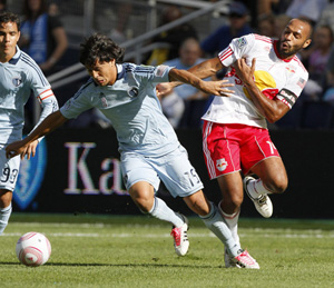 Roger Espinoza contra Thierry Henry