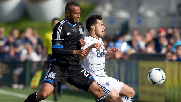 Victor Bernardez (Izq)  jugó todo el partido contra Vancouver