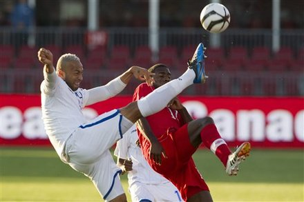 Olivier Occean de Canadá contra Víctor Bernárdez de Honduras