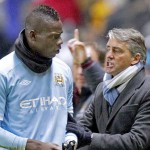 Mancini zarandea a Balotelli en entrenamiento del Manchester City