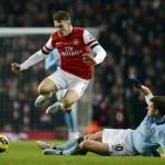 Manchester City gana al Arsenal y sigue a 7 puntos del United
