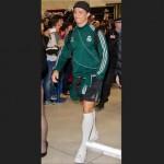 Cristiano Ronaldo llega a Manchester vestido como escolar