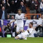 Real Madrid derrota 2-1 al líder Barcelona en el Clásico español
