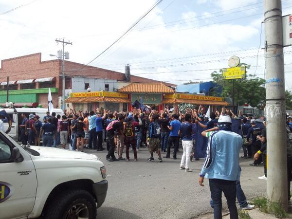Apoyo Amado Guevara caminata