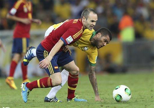 Andrés Iniesta y Dani Alves en la final de la Copa Confederaciones 2013
