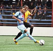 Júnior Padilla (Izq) del Motagua inició en el equipo titular contra Juventus