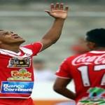 Triplete de Rony Martínez mantiene en la cima a Real Sociedad