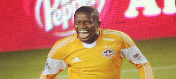 Boniek celebra gol