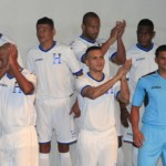 Honduras presenta nuevo uniforme a usar en Brasil