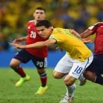 Con angustia, Brasil pasa a semifinales