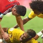 Neymar se recupera de su lesión entre fichas de poker