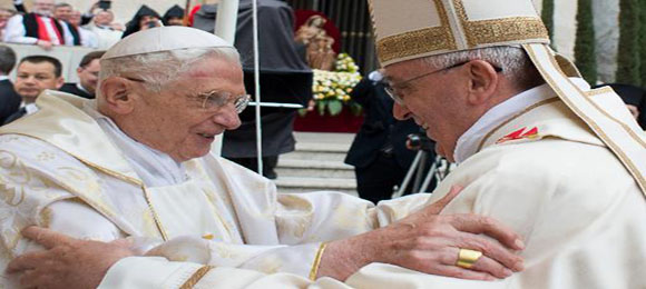 Papas Francisco y BenedictoXVI