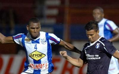 Los gol del Honduras fueron de Ángel Tejeda y Luis Alvarado, Carlos Bernárdez empató transitoriamente para el Victoria.