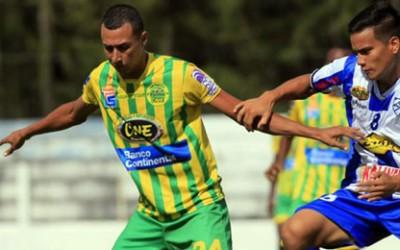 Un auto gol del argentino Lucas Domínguez en tiempo de reposición le dio el empate 3-3 a Parrillas One contra Victoria el domingo en el Estadio Roberto Martínez Avila de Siguatepeque.