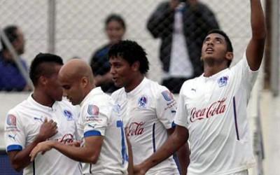 Un espectacular tiro libre de Bayron Méndez, otro de Anthony Lozano y uno del debutante Jorge Bengoché fueron los anotadores de los goles del Olimpia