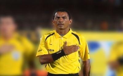 Un tribunal de El Salvador ordenó el martes prisión provisional para el árbitro de la primera división de fútbol Kenso Vladimit Araujo por el supuesto delito de extorsión