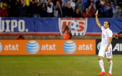 Landon-Donovan-waves-goodbye-at-USAvECU