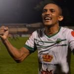Williams Reyes sigue líder goleo en El Salvador