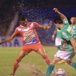 Marathón y Real Sociedad empataron en un pantano